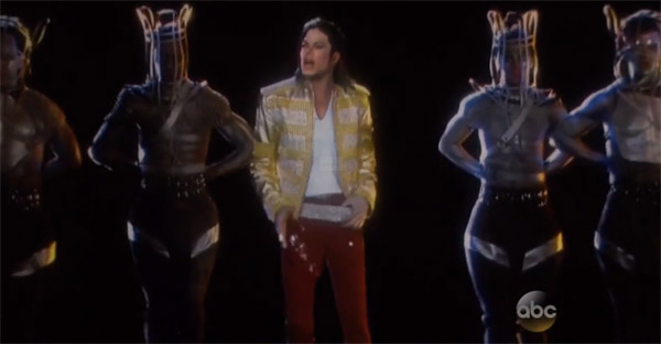 Michael Jackson lebt und performed live seine neue Single Slave To The Rhythm!""