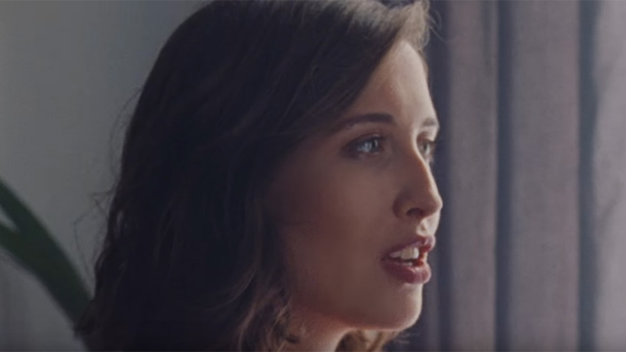 Musikvideo » Tom Odell feat. Alice Merton - Half As Good As you