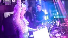 Paris Hilton: bis zu 1 Mio. Dollar DJ-Gage pro Set