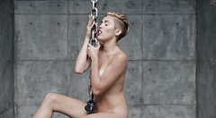 Miley Cyrus nackt in - Wrecking Ball